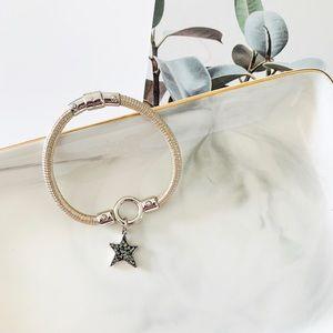 🍀🍀Henri Bendel Star Charm Bracelet Cream